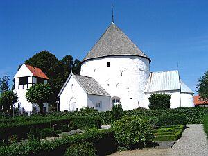 Średniowieczny kościółek w Nylars