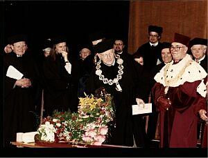 Od lewej: Czesław Miłosz, prof. dr hab. Tadeusz Sławek, Iosif Brodski, Laudator d.h.c. Iosifa Brodskiego prof. dr hab. Maksymilian Pazdan
