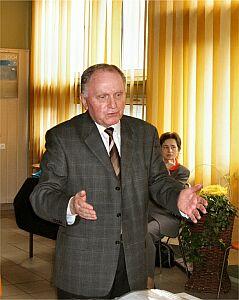 Redaktor książki prof. dr hab. Czesław Głombik