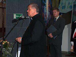 Ks. dr Adam Śmigielski - Biskup Sosnowiecki dokonał obrzędu poświęcenia budynku Auli