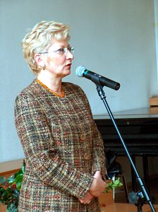 Zasłużonym pracownikom UŚ gratuluje Teresa Randak, Pierwszy Wicewojewoda Śląski