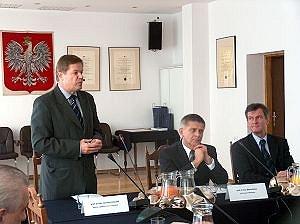 Od lewej JM Rektor UŚ prof. dr hab. Janusz Janeczek, Premier Marek Belka, Lechosław Jarzębski, Wojewoda Śląski