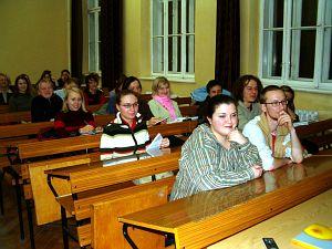 Studenci pochłonięci wykładem prof. J. Obera