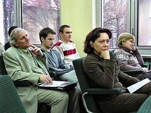 Zebrani na sali obrad słuchacze