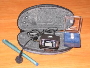 System umożliwia osobom słabo słyszącym wyraźne słyszenie i rozumienie dźwięków dobiegających z otoczenia. Składa się on z nadajnika, mikrofonu, odbiornika oraz stopki łączącej odbiornik z aparatem słuchowym. Przy pomocy mikrofonu nadajnik wyłapuje sygnały mowy u ich źródła i przesyła w postaci fal radiowych wprost do niewidocznego, zminiaturyzowanego odbiornika wieloczęstotliwościowego. Dzięki temu sygnały przesyłane bezpośrednio do ucha osoby niedosłyszącej nie tracą intensywności i zawierają minimalne ilości szumów