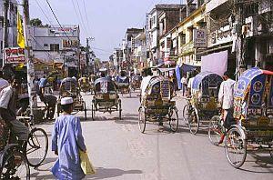 Główna ulica w Bogrze w Bangladeszu