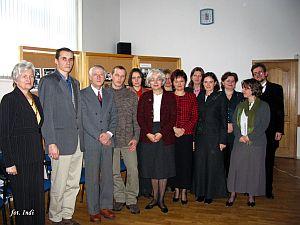 Pracownicy Katedry Edukacji Kulturalnej wraz z rodziną Profesora Antoniego Gładysza oraz artystami wykonującymi pieśni Schuberta