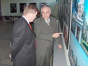 JM Rektor UŚ prof. dr hab. Janusz Janeczek i Konsul Generalny Republiki Czeskiej Josef Byrtus