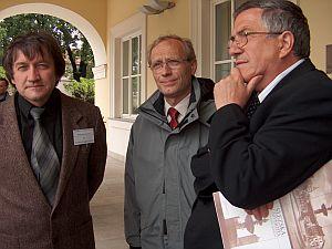 Od lewej: dr hab. Piotr Łaszczyca, Prorektor ds. Kształcenia prof. dr hab. Wojciech Świątkiewicz, Prorektor ds. Ogólnych prof. zw. dr hab. Jerzy Zioło