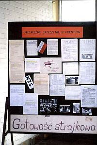 Wystawa w holu budynku Rektoratu z okazji 15. rocznicy 'Solidarności'