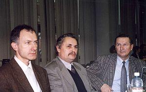 Na zdj. od lewej: prof.zw.dr hab. Andrzej Ślebarski, prof. dr hab. Janusz Frąckowiak, prof. UŚ dr hab. Zygmunt Wokulski