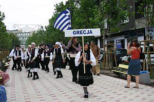 Korowód ulicami Sosnowca. Na zdj. zespół z Grecji 'Likon Ellidion Salaminos'