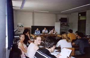Dyskusja panelowa na temat kopii prywatnej w sali ćwiczeniowej w Lugwig-Maximilians-Universitaet. Od lewej dr Ch. Geiger (pracownik Max-Planck-Institut), A.Wolf (przedstawiciel GEMA), S.Grulert (Edel Music GmbH)