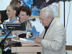 Andrzej Wajda po wykładzie inauguracyjnym w dniu otwarcia XV Letniej Szkoły Języka, Literatury i Kultury Polskiej w Cieszynie