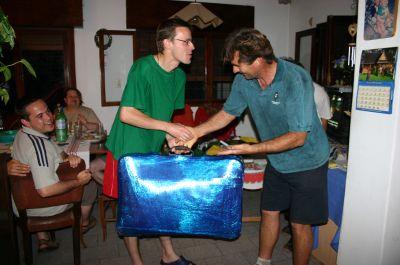 Cordoba, radość z odzyskania walizki. Na zdj. z lewej: poszkodowany Sławek i jego wybawiciel (a nasz przewodnik) Jacek
