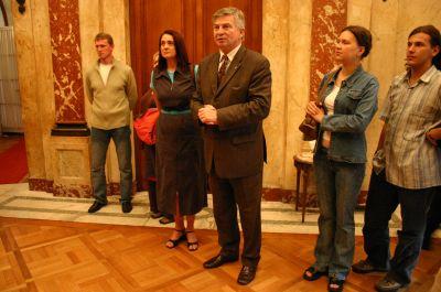 Ambasada RP w Buenos Aires. Na zdj. ambasador Stanisław Paszczyk wraz z szefową zespołu Barbarą Uracz i członkami zespołu 'Katowice'