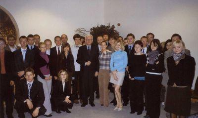 Uczestnicy Seminarium z prof. Hansem Gertem Poetteringiem (przewodniczącym frakcji EPP-ED) w PE