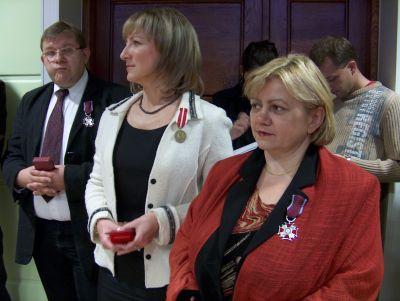 Od lewej stoją: dr Adam Dziadek, dr Danuta Opacka-Walasek i mgr Grażyna Sendek