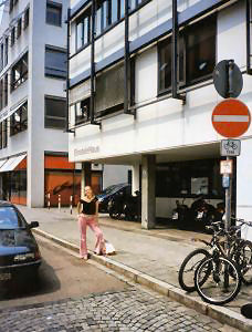 Ulica Einsteinstrasse - miejsce urodzenia Alberta Einsteina. W latach 70. XX w. na miejscu starego domu wzniesiono nowy budynek
