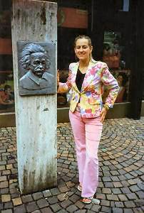 Tablica pamiątkowa w Ulm poświęcona Albertowi Einsteinowi