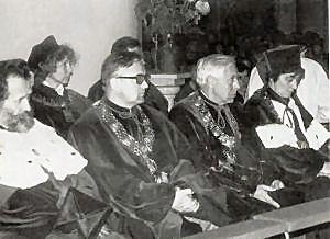 Uroczysta inauguracja roku akademickiego 1981/82 w Katedrze Chrystusa Króla w Katowicach z udziałem rektora UŚ prof. Augusta Chełkowskiego i prorektor prof. Ireny Bajerowej
