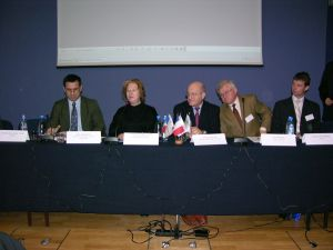 Konferencja 'Frankofoni mają perspektywy'. Od lewej siedzą: Eric Thebault z Polsko-Francuskiego Funduszu Współpracy, Sylwie de Bruchard - konsul generalny Republiki Francji, José Kobielski - Ambasada Francji w Polsce, Jan Świątek z Saint Gobain, Zdzisław Dominik z Logosu