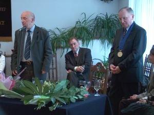 Od lewej: Profesor Janusz Sztumski, Profesor Józef Bańka, Profesor Czesław Głombik