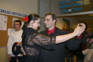 Pokaz tanga w wykonaniu Basi Tomczyk i Jarka Królikowskiego