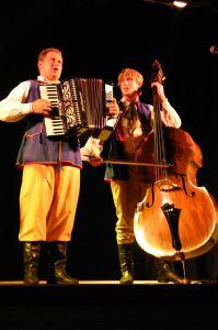 Sylwester Targosz-Szalonek (akordeon) i Piotr Górka (kontrabas)