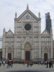 W katakumbach kościoła Santa Croce pochowanych jest 250 przedstawicieli elity Florencji