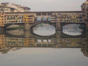 Ponte Vecchio (zwany też Mostem Złotników) jest najstarszym mostem Florencji