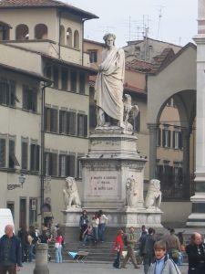 Jeden z najsłynniejszych mieszkańców Florencji - Dante Alighieri. Na zdj. pomnik znajdujący się przed Santa Croce
