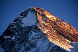 Kopuła K2 (wys. 8611 m. n.p.m.), jak dotąd niezdobytego zimą najwyższego szczytu Karakorum