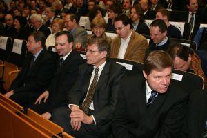 Od prawej: JM Rektor UŚ prof. zw. dr hab. Janusz Janeczek, Prezes Narodowego Banku Polskiego prof. dr hab. Leszek Balcerowicz, Wojewoda Śląski dr Tomasz Pietrzykowski