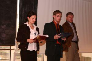 Prowadzący konferencję: Beata Urbaś i Marek Wizner z AEGEE oraz dr Kazimierz Miroszewski