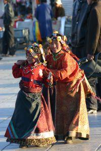 Dzieci tybetańskie na ulicach Lhasy