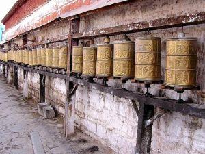 Młynki modlitewne w Lhasie