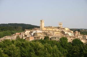 Typowy krajobraz Umbrii – porośnięte lasami wzgórza, na szczytach których czasami usadowiły się maleńkie, urokliwe miasteczka