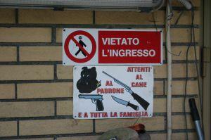 Groźne wyglądające ostrzeżenia to tylko żart