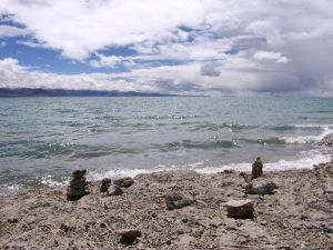 Kojące szemranie wód jeziora Namtso sprzyja medytacji i oczyszczaniu umysłu