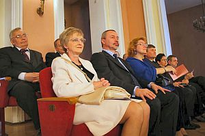 Na pierwszym planie: prof. dr hab. Wiesław Banyś - Prorektor ds. Nauki i Informatyzacji z małżonką