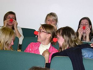 Przedstawiciele Fundacji dr Clown rozdawali uczestnikom Festiwalu czerwone nosy