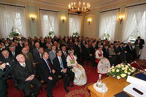 Uroczystość wręczenia dyplomu odbyła się 5 grudnia 2006 roku w sali im. Józefa Brudzińskiego w Pałacu Kazimierzowskim w Warszawie - rektoracie Uniwersytetu Warszawskiego
