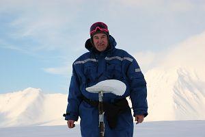 Dziekan Wydziału Nauk o Ziemi prof. dr hab. Jacek Jania w Hornsundzie (2005 rok)