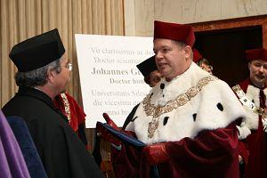 Doktor J. Georg Bednorz, h.c. i JM Rektor UŚ prof. zw. dr hab. Janusz Janeczek