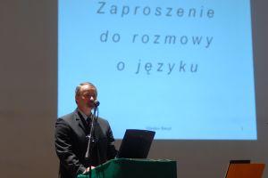 Prorektor UŚ ds. Nauki i Informatyzacji prof. dr hab. Wiesław Banyś wygłosił wykład zatytułowany Zaproszenie do rozmowy o języku