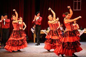 Grupo Municipal de Danzas de Fuengirola z Hiszpanii na występach  w Teatrze im. A. Mickiewicza w Cieszynie