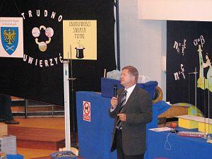 Podczas inauguracji 23. edycji 'Osobliwości Świata Fizyki' 5 września 2007 r. obecny był JM Rektor UŚ prof. zw. dr hab. Janusz Janeczek