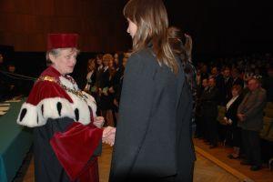 Nowo przyjętym studentom na Wydziale Filologicznym gratulowała prorektor ds. kształcenia prof. UŚ dr hab. Anna Łabno