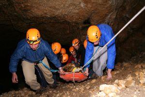 Uczestnicy poznawali trudy ratownictwa górskiego